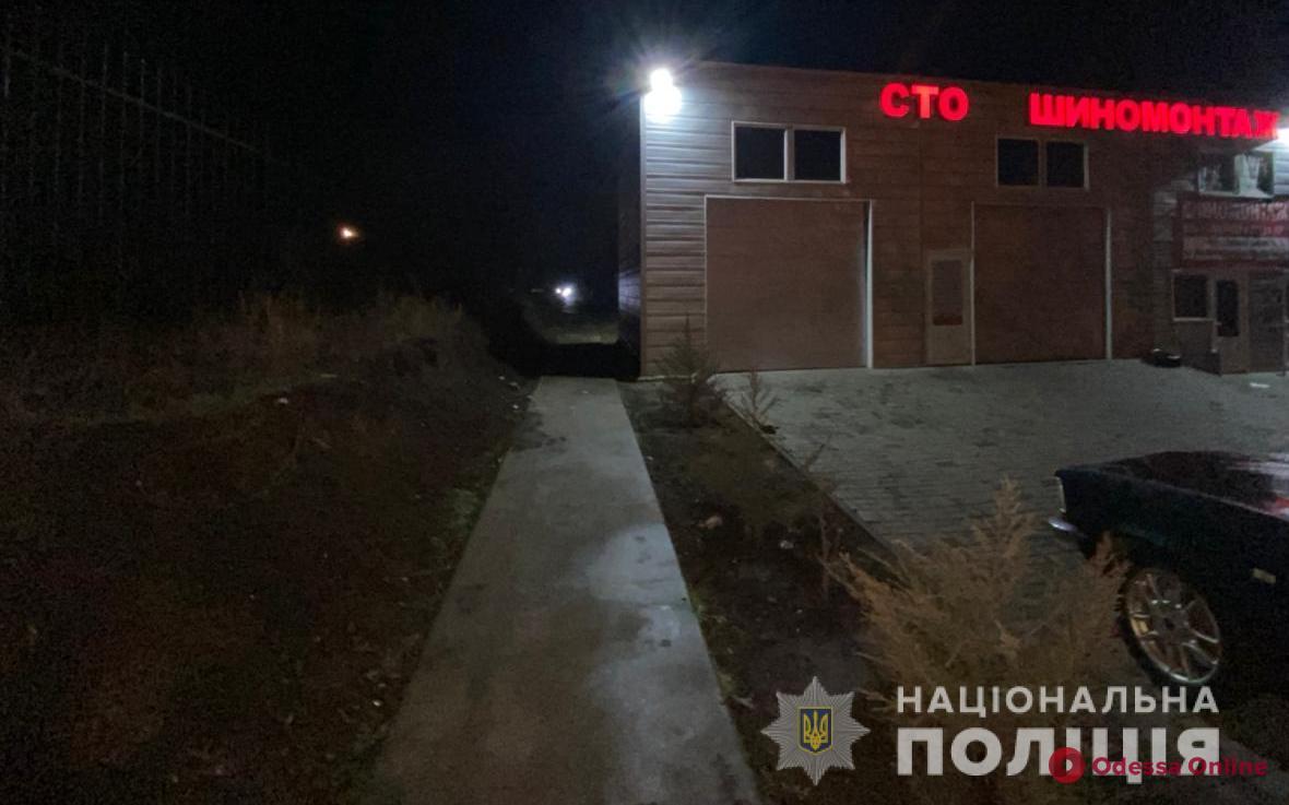 Застукал на СТО: под Одессой ревнивец напал с ножом на любовника жены