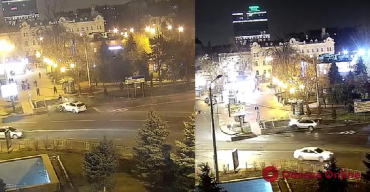 Врезались в подземный переход: в Одессе с разницей в год произошло два одинаковых ДТП (видео)