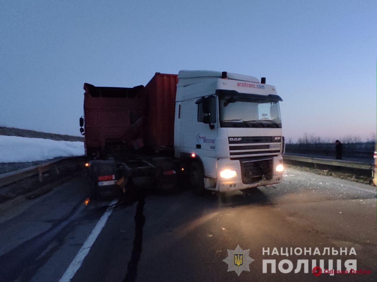 На трассе Одессе-Киев столкнулись два грузовика — есть погибший