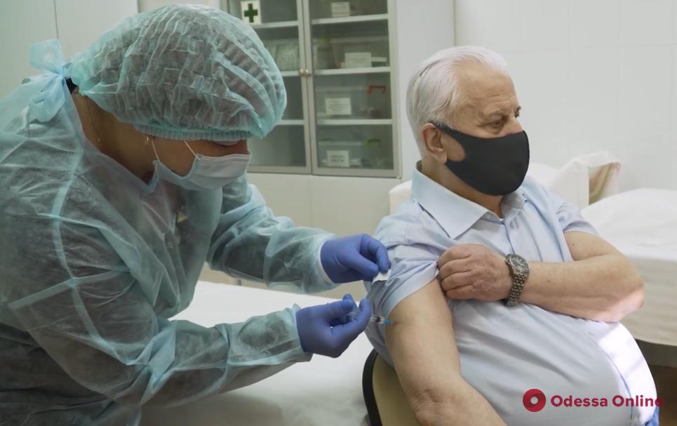Леонид Кравчук сделал прививку от коронавируса (видео)