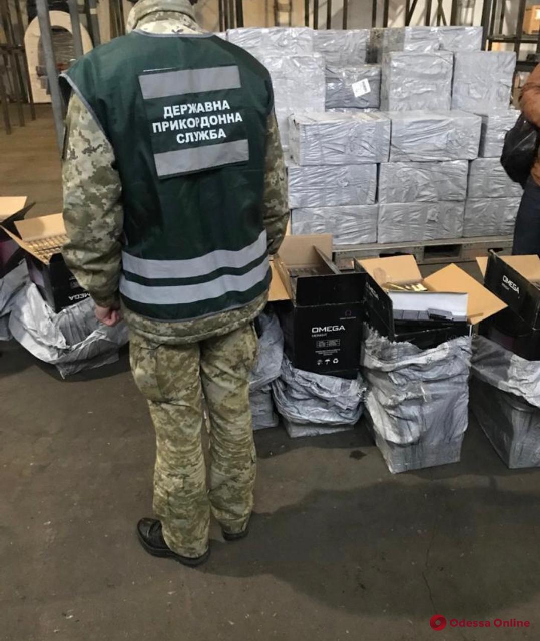 В Одесском аэропорту обнаружили крупную партию контрабандных сигарет на более чем 3 миллиона