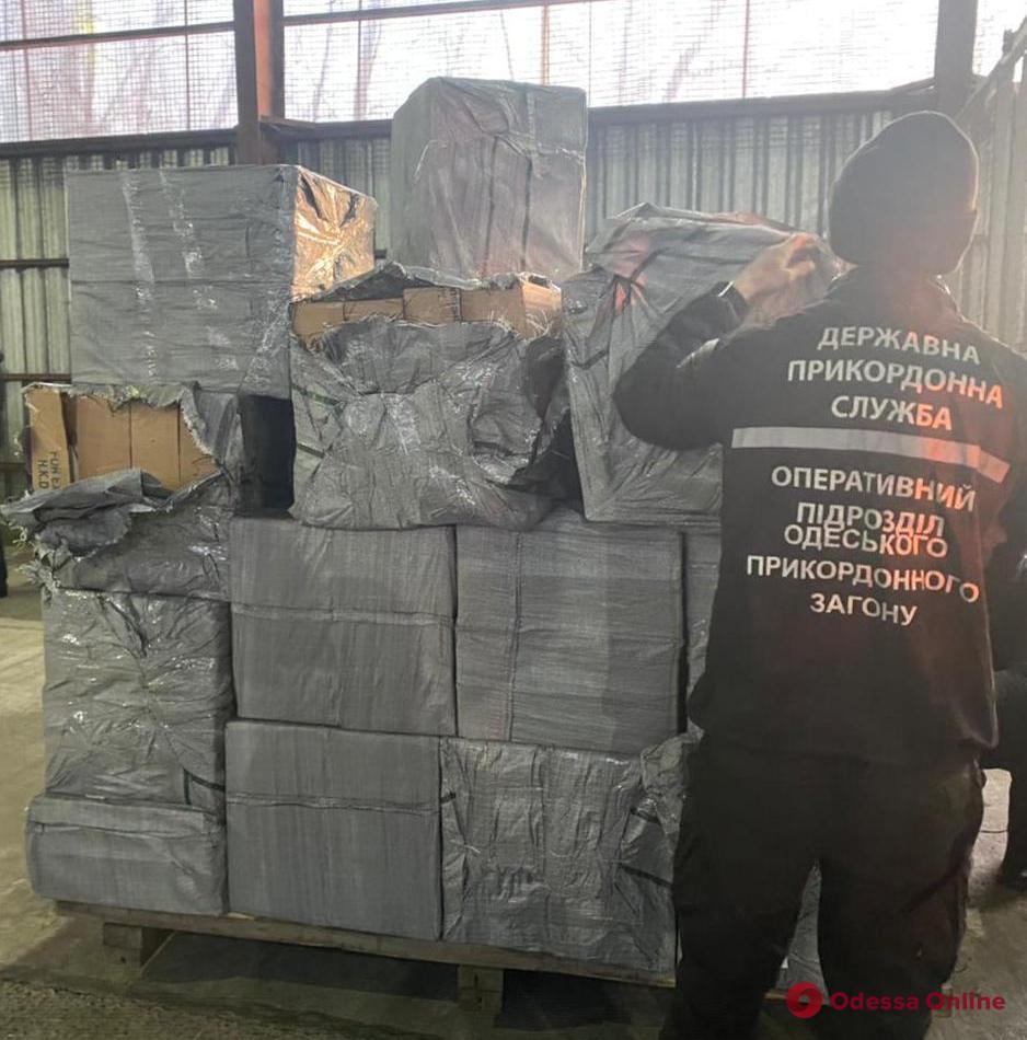 В порту Черноморска нашли партию контрабандных сигарет из ОАЭ на 18 миллионов (видео)