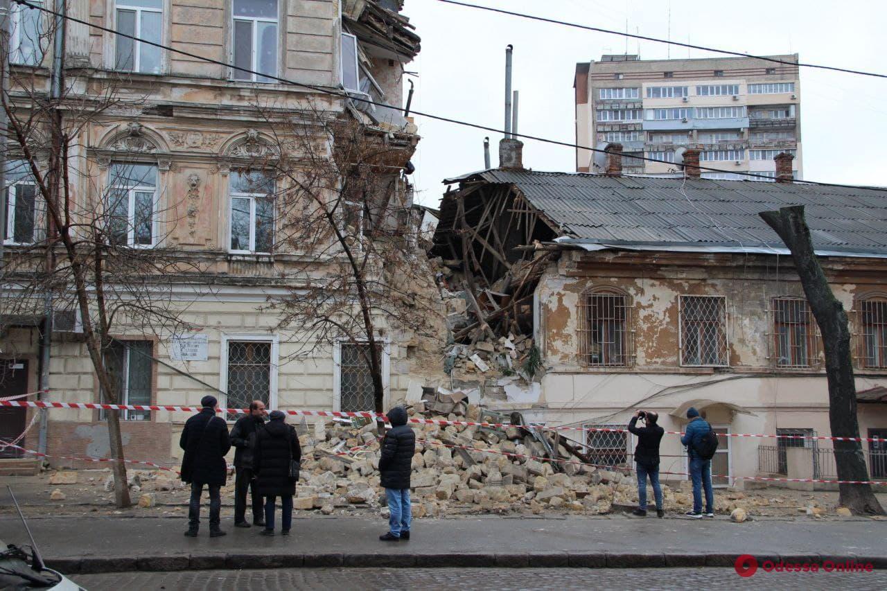Обвалившийся дом на Нежинской начали восстанавливать