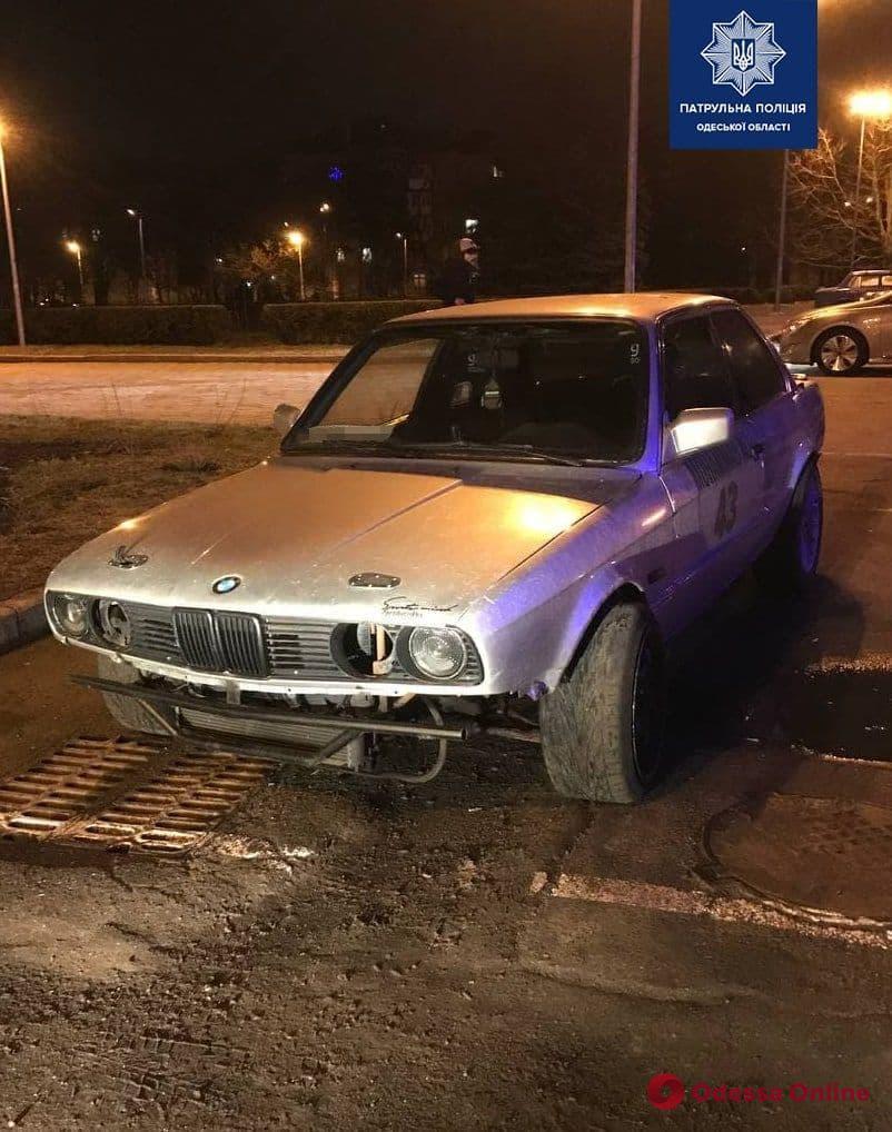 Лихач на BMW устроил дрифт на Пироговской