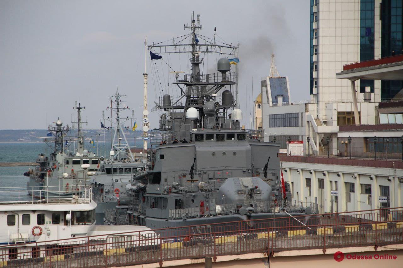 В Одесский порт зашли четыре корабля НАТО (фото)