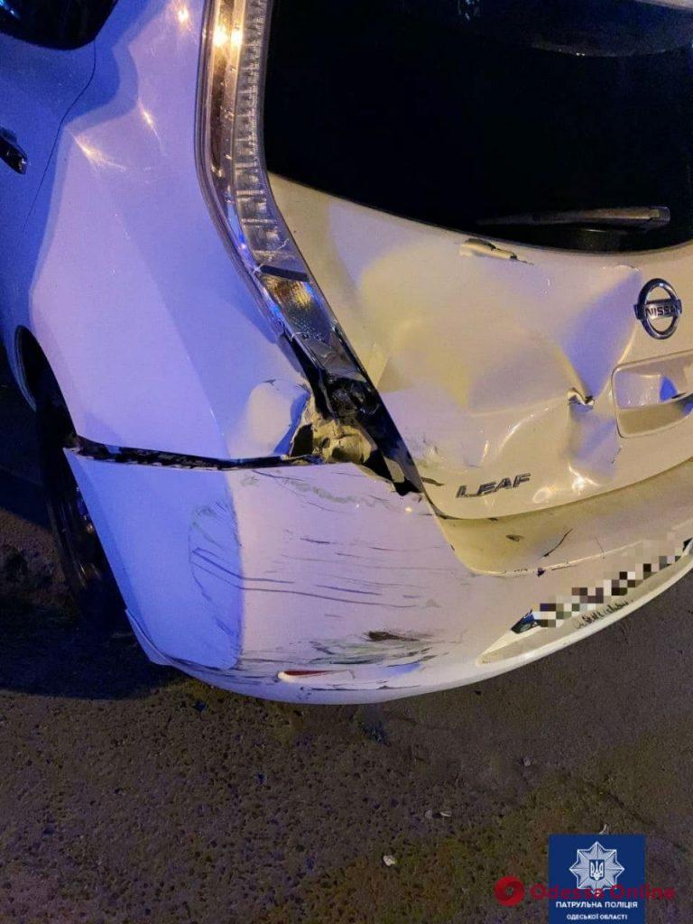 На Таирова столкнулись электромобиль и мопед – двое пострадавших