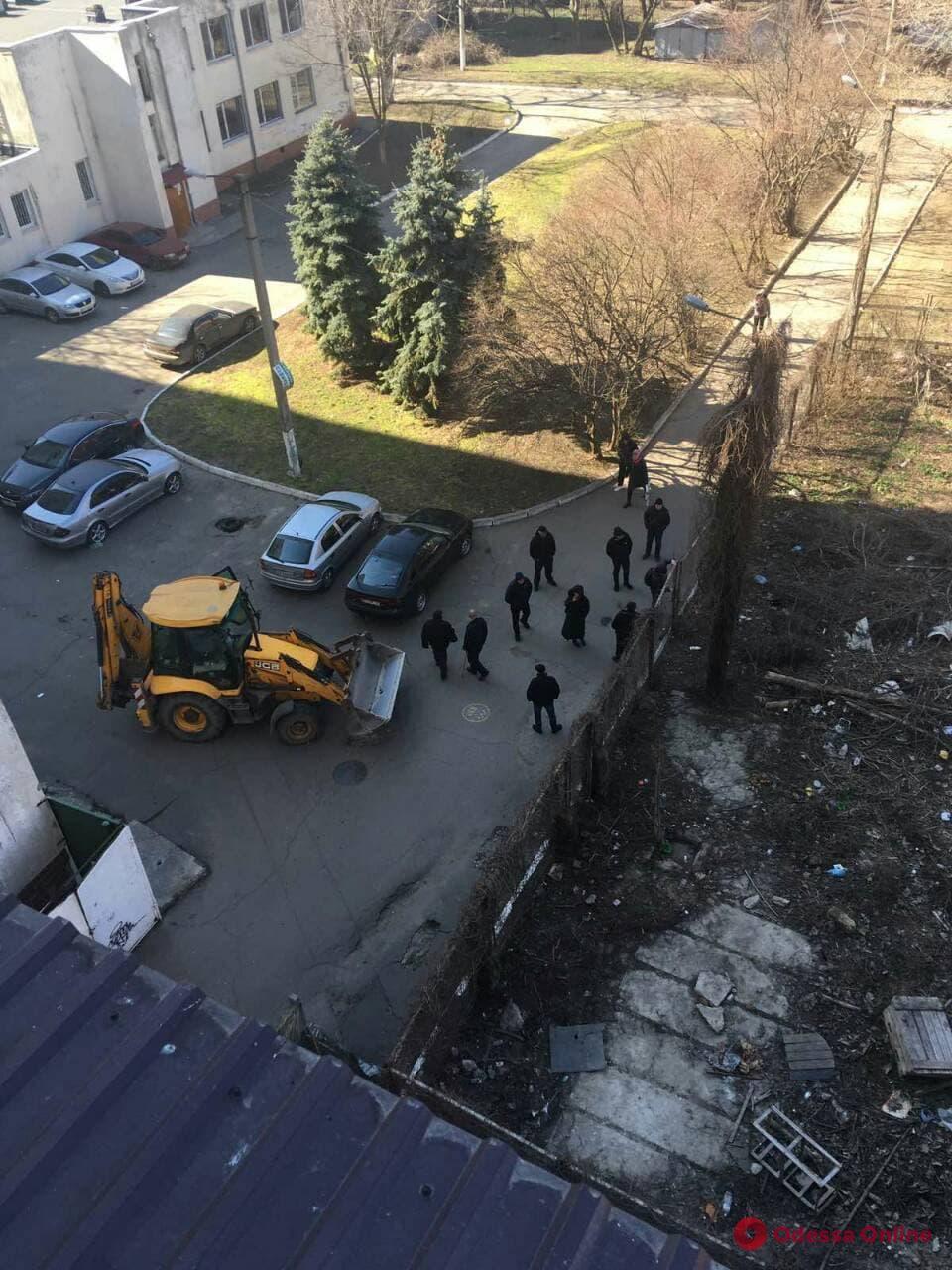 В Одессе продолжается конфликт вокруг земельного участка бывшей биолаборатории ОНУ