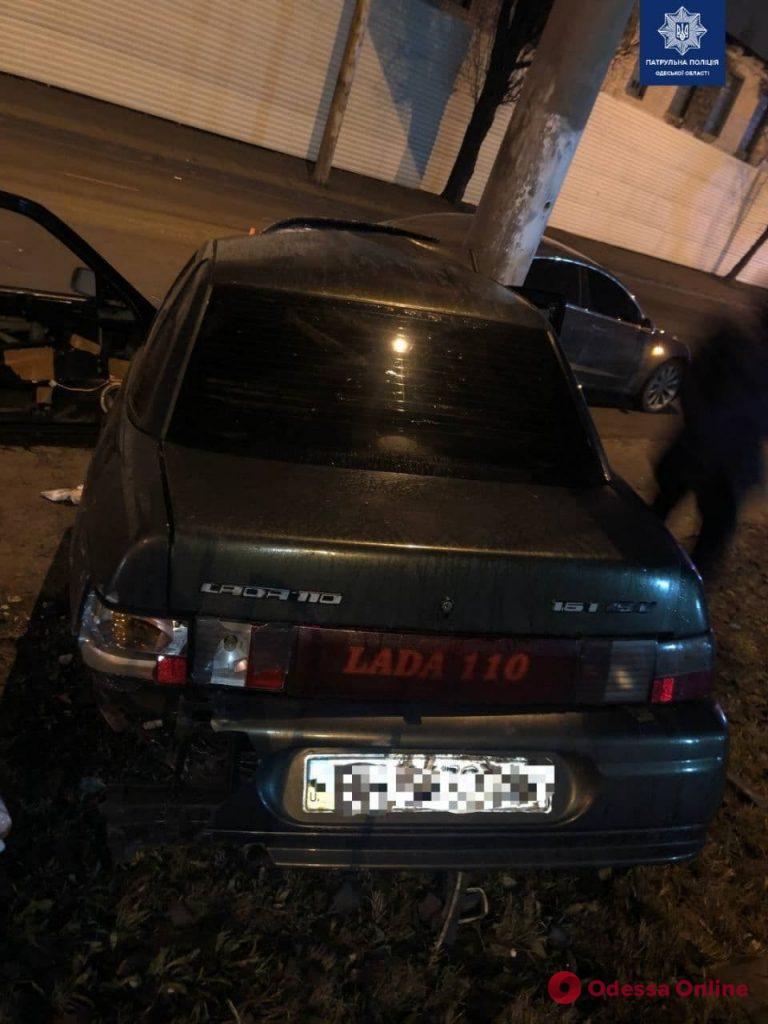 На Пересыпи пьяный водитель врезался в столб