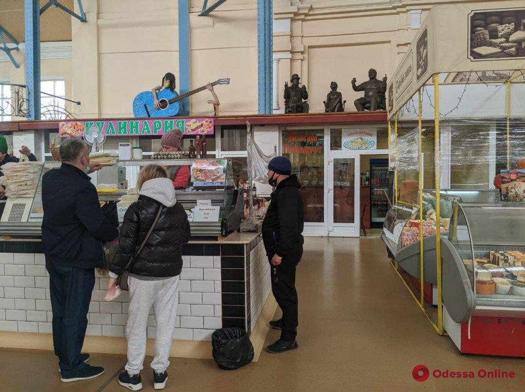 На одесском Новом рынке «поселились» Остап Бендер и Киса Воробьянинов (фото)