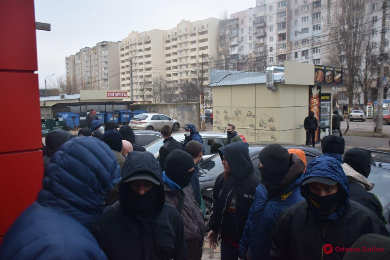 Активисты наведались в офис охранной фирмы, руководитель и сотрудники которой избили ветерана АТО (фото, видео)