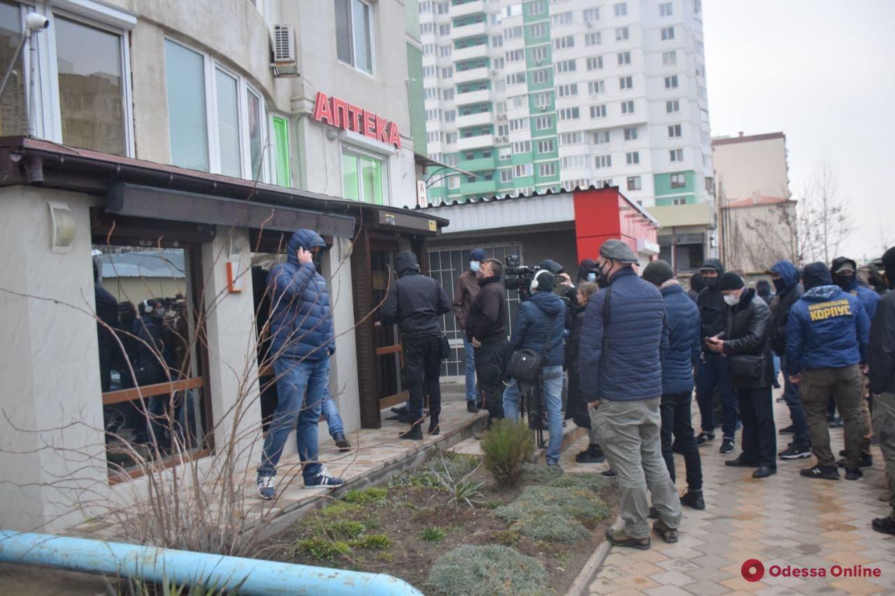 Активисты наведались в офис охранной фирмы, руководитель и сотрудники которой избили ветерана АТО (фото, видео, обновлено)