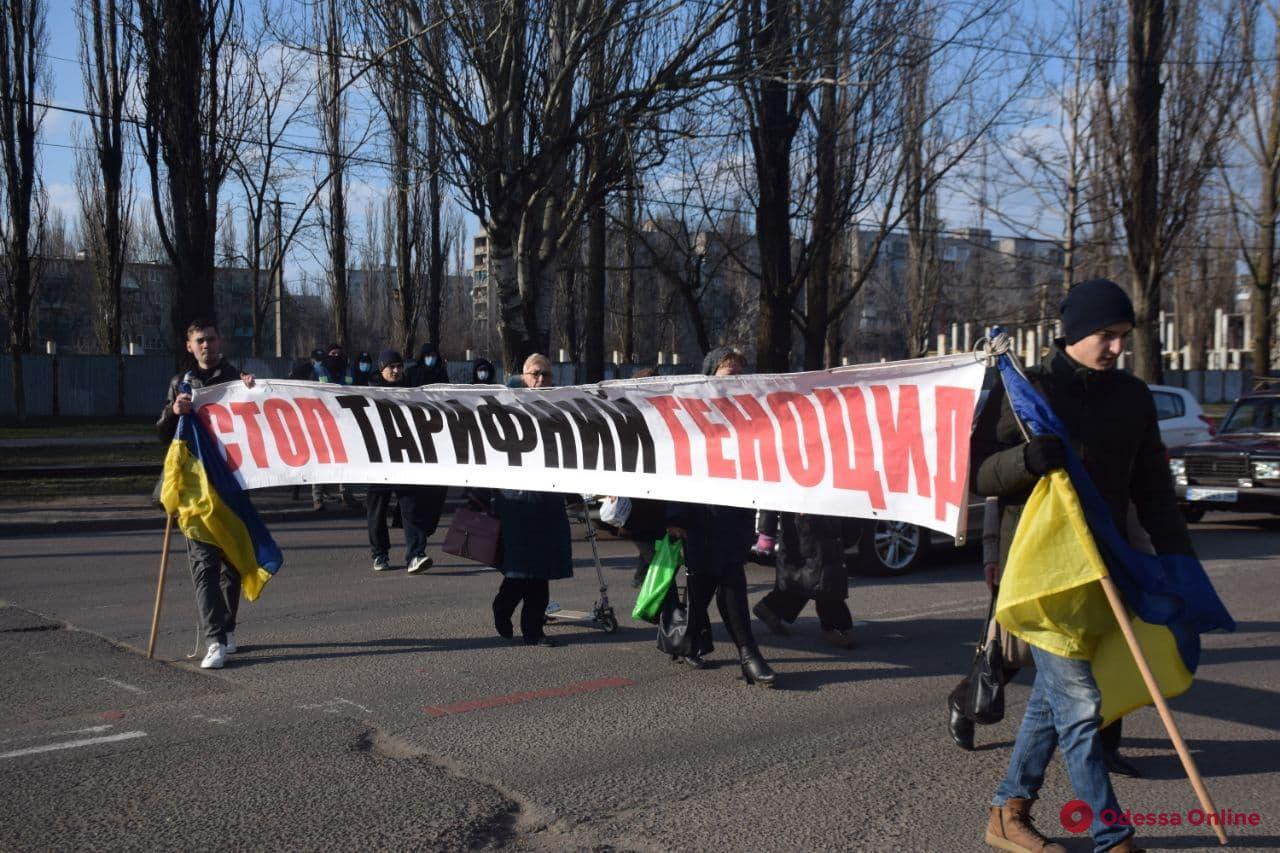 На поселке Котовского горожане перекрывали дорогу в знак протеста против высоких тарифов на коммуналку (фото)
