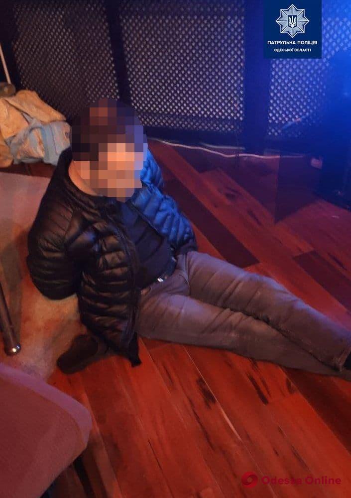 В одесском хостеле полиция задержала вооруженного разбойника (обновлено)