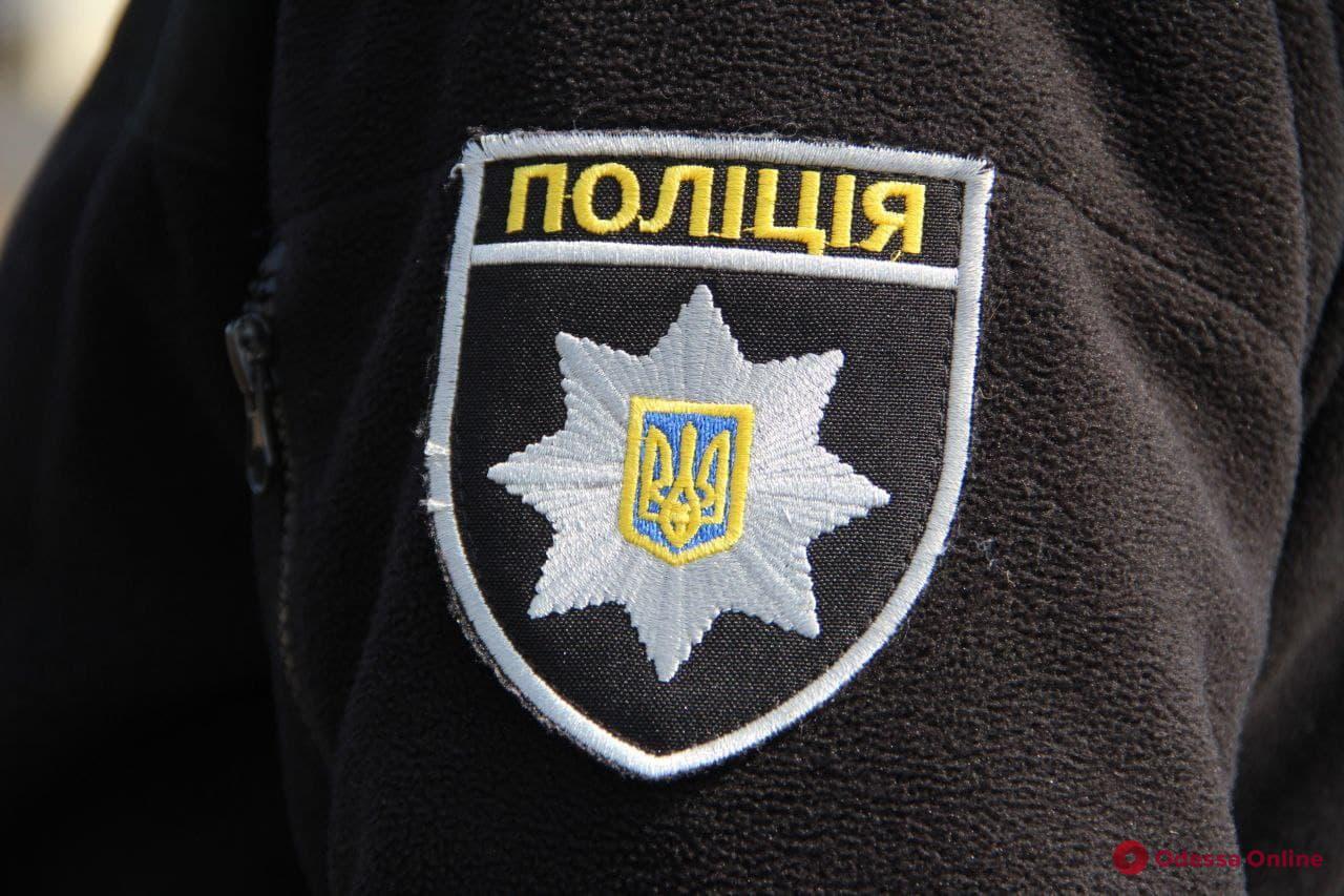 В Одессе девушка угнала автомобиль, а ее друг избил полицейского