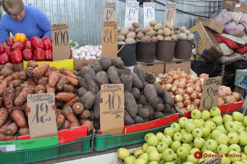 Свекла, яблоки и толстолобик: воскресные цены на одесском «Привозе»