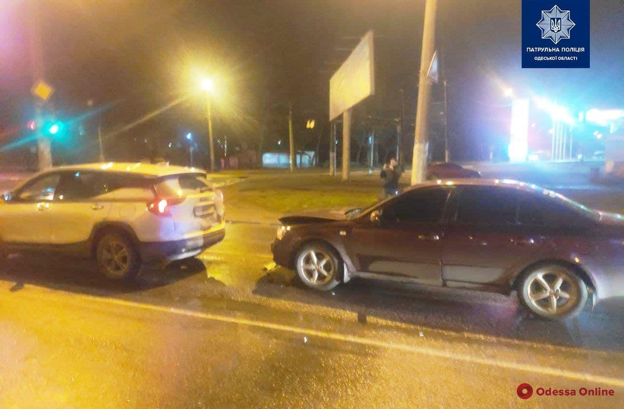На Балковской пьяный водитель угодил в ДТП и закрылся от патрульных в салоне авто