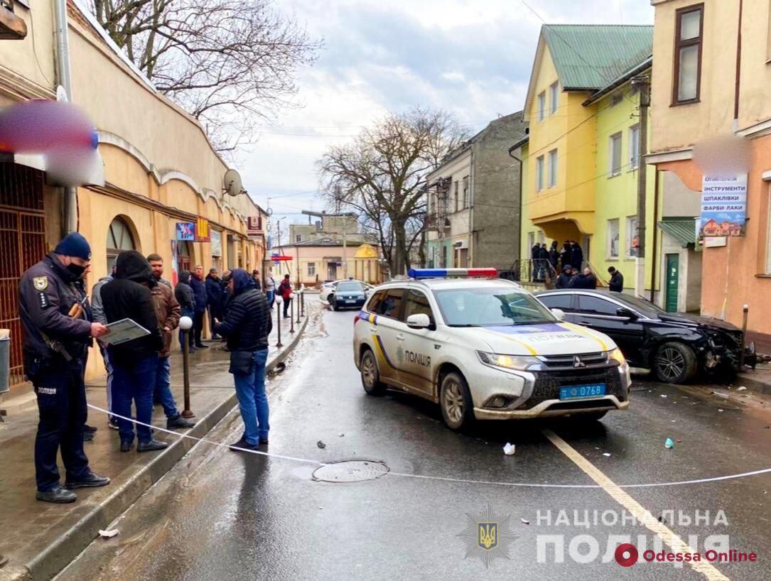 Гнал со скоростью 190 км/ч: на Прикарпатье серийный автовор из Одессы уходя от погони угодил в ДТП (фото, видео)