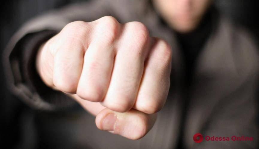 На Таирова двое парней избили одессита из-за барсетки – мужчина скончался в больнице
