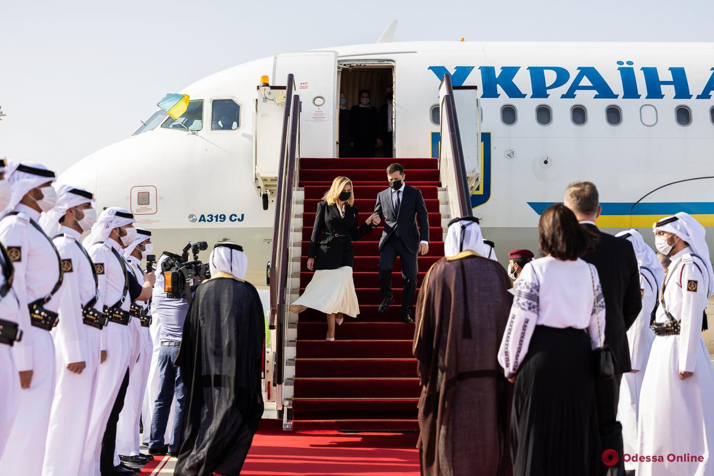 Зеленский вместе с женой улетел в Катар