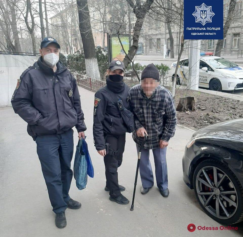 Патрульные вернули домой потерявшегося 89-летнего одессита