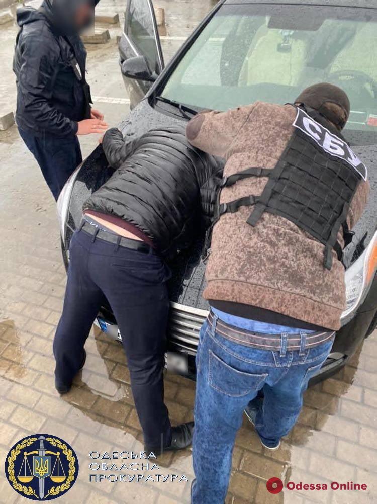 В Одесской области полицейский требовал 5 000 долларов за закрытие дела о самовольном захвате земли