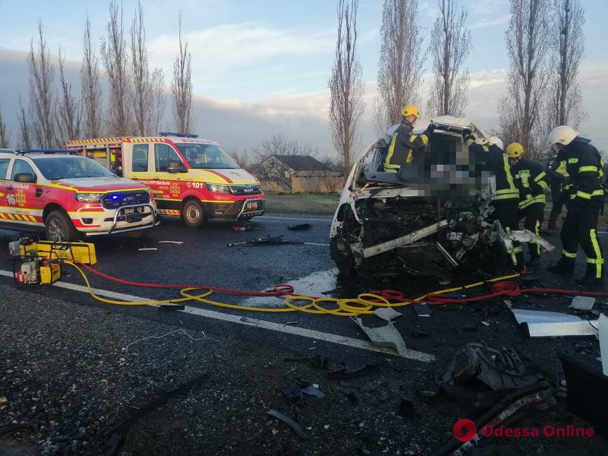 В Николаевской области в ДТП попал катафалк с шестью телами умерших от Covid-19