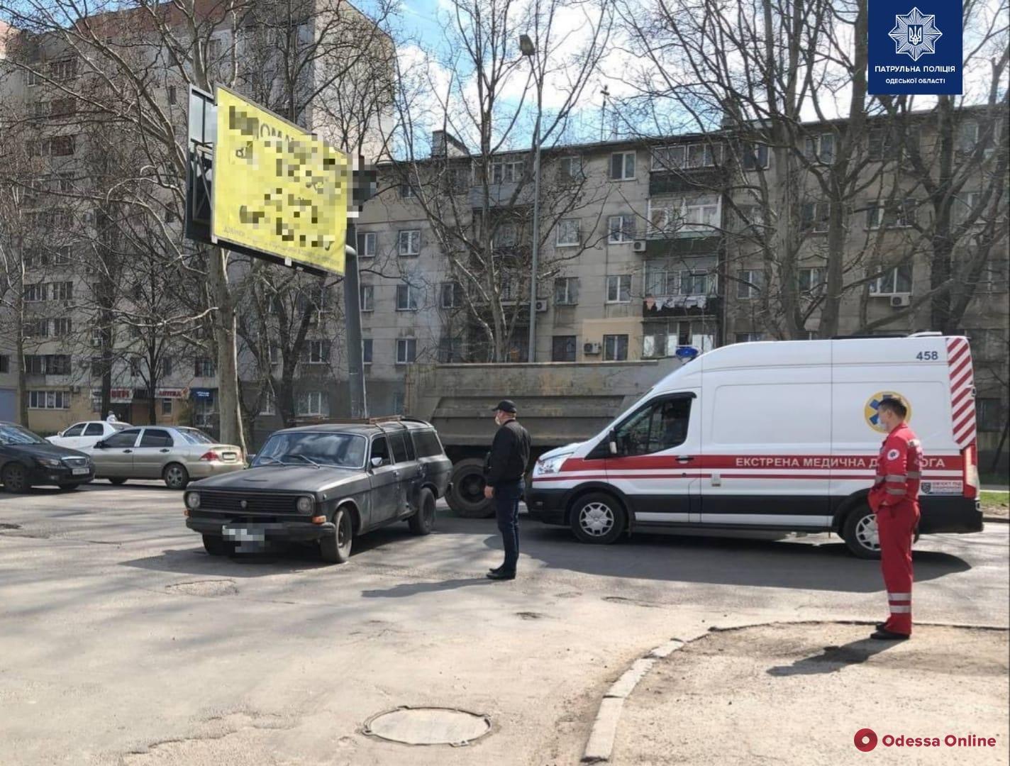 На Черемушках водитель «Волги» не пропустил «скорую» и спровоцировал ДТП