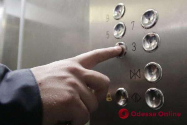 В многоэтажке на Маршала Говорова оборвался лифт с людьми (обновлено)