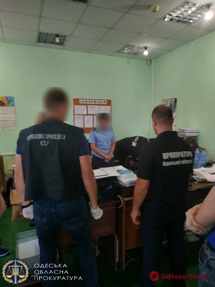 В Одессе таможенников будут судить за взятки при оформлении «евроблях»