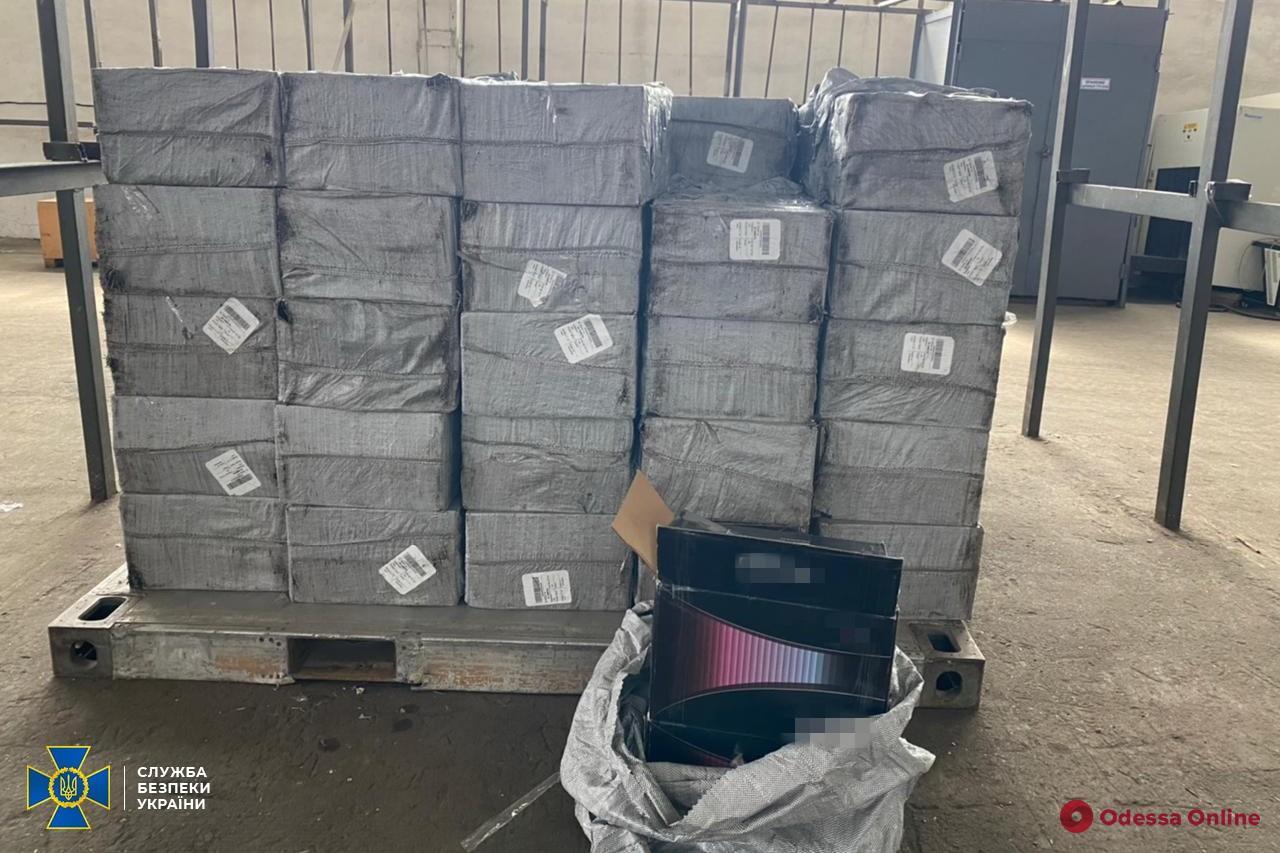 В Одесском аэропорту СБУ обнаружила контрабандных сигарет на три миллиона