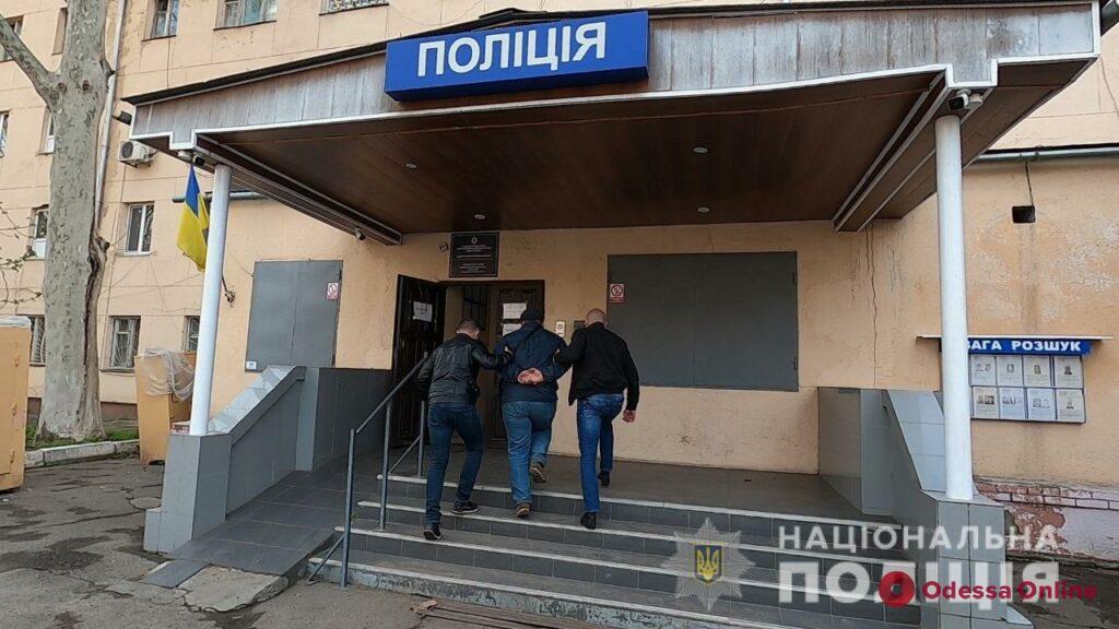 Переделывал и продавал: в Одессе задержали торговца оружием