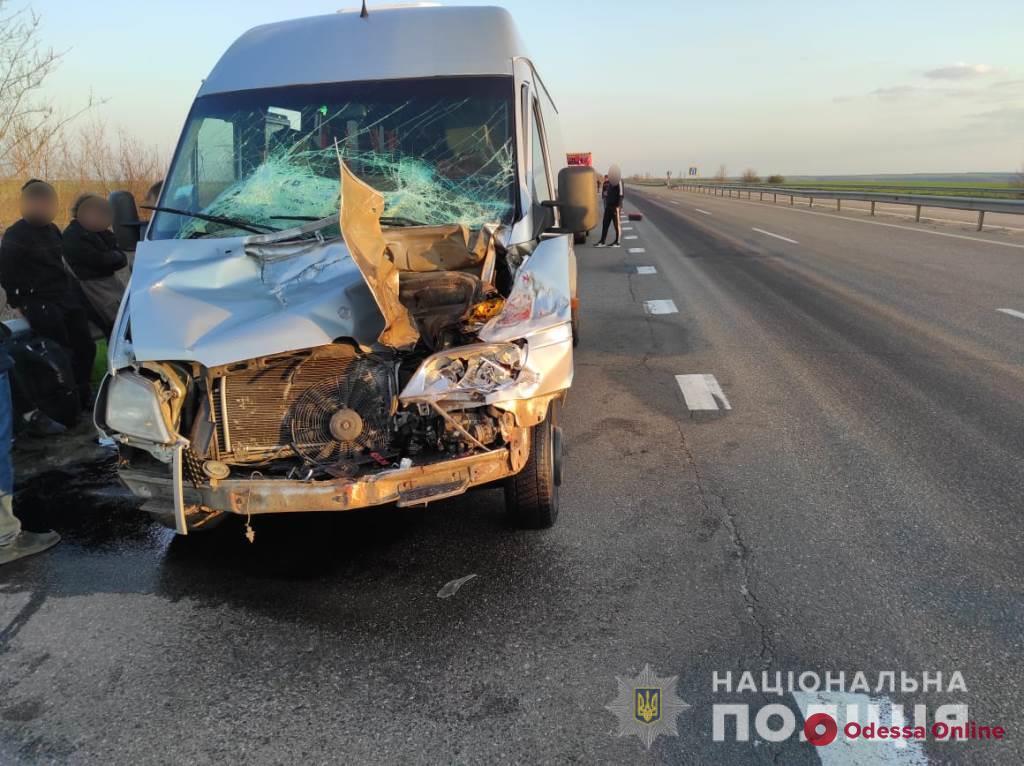 В Одесской области маршрутка столкнулась с фурой: есть пострадавшие