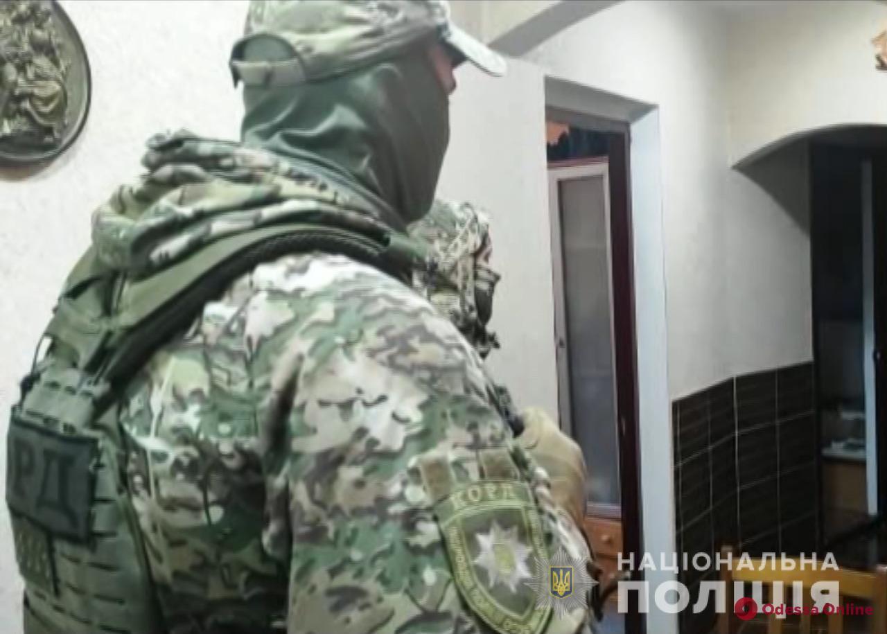 В Одессе сообщили о подозрении двум мужчинам, которые купили автомобиль за фальшивые деньги
