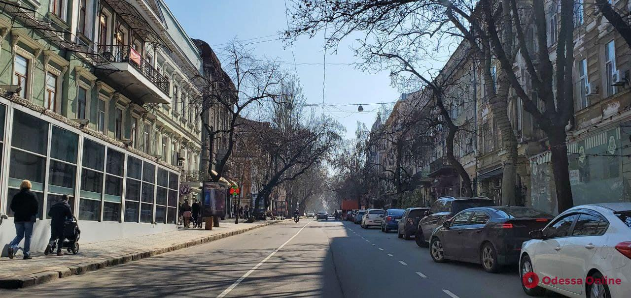На дорогах Одессы обновляют разметку