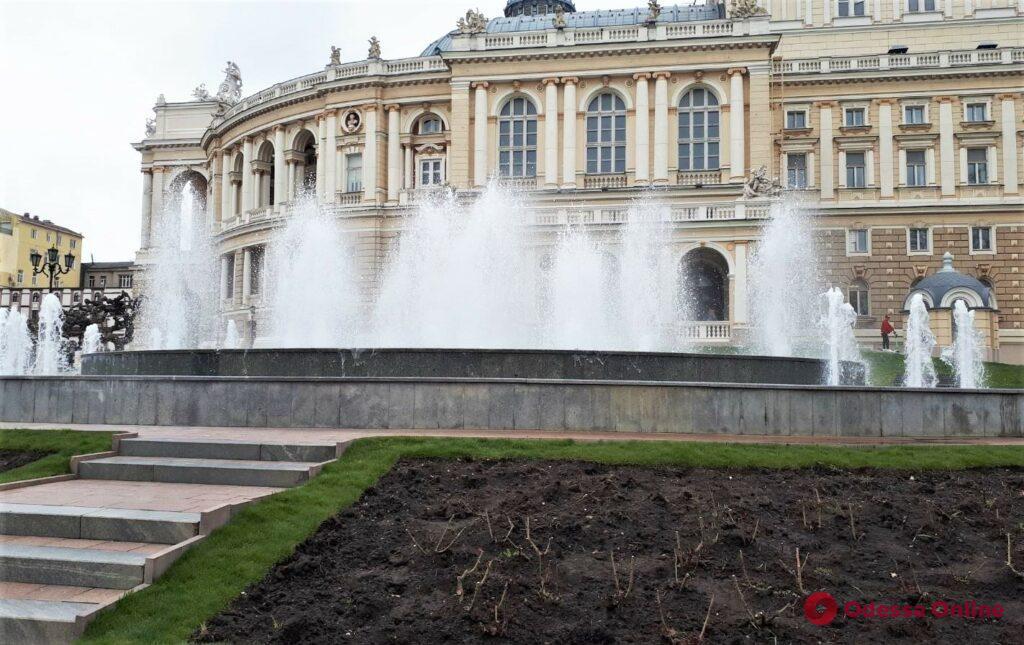 В центре Одессы отремонтировали поврежденный вандалами фонтан