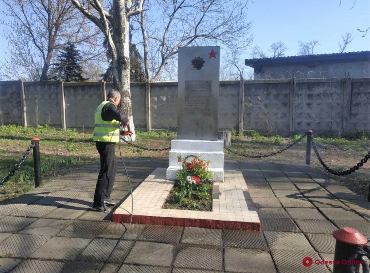 Для одесских памятников устраивают «банные дни» (фото)
