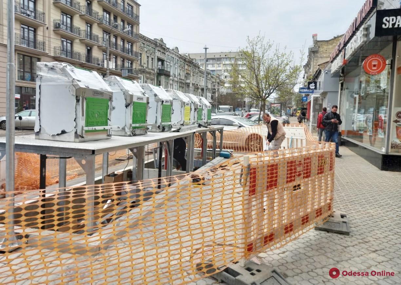 В центре Одессы продолжается установка «умных» подземных контейнеров для сбора мусора