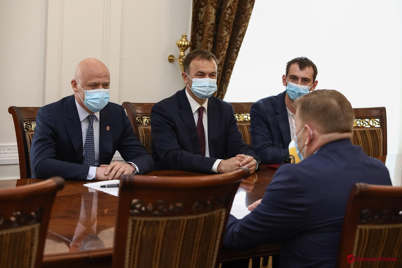 Мэр Одессы встретился с консулом Молдовы