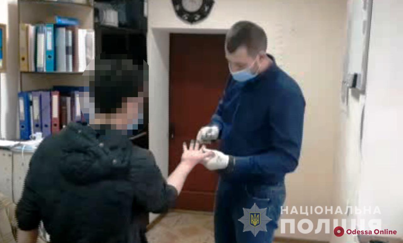 Угрожал осколком бутылки: на Объездной дороге разбойник напал на девушку