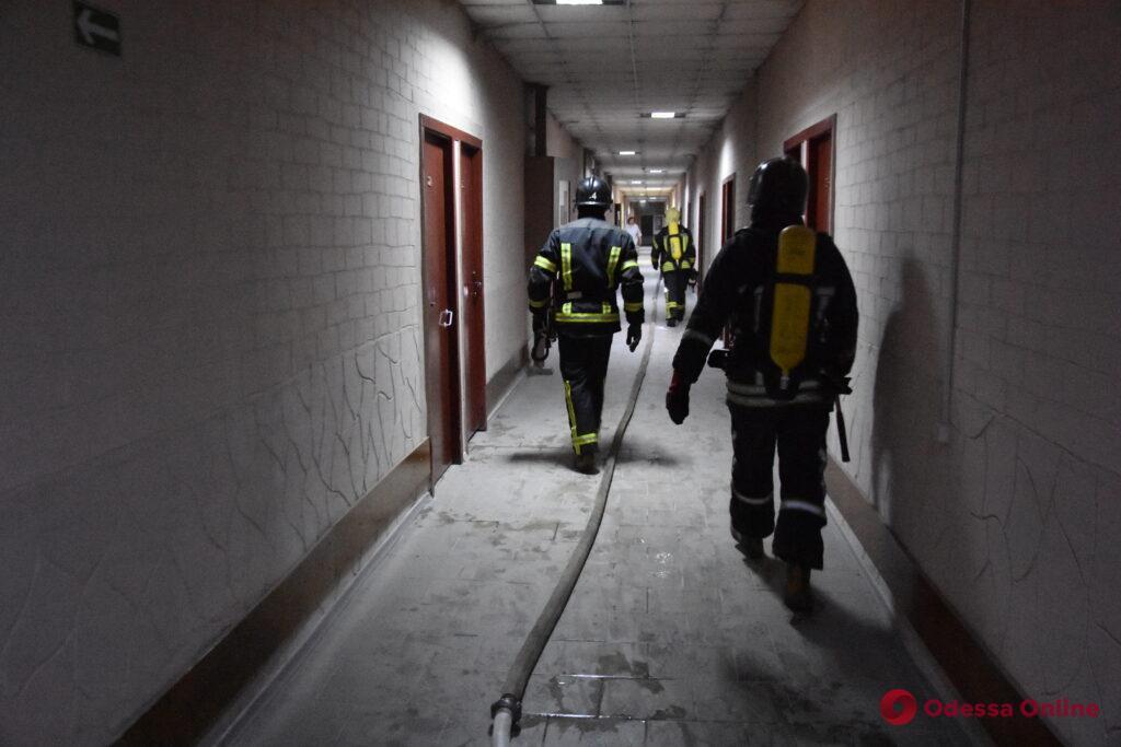 В санатории на Куяльницком лимане ночью вспыхнул пожар – пострадал мужчина