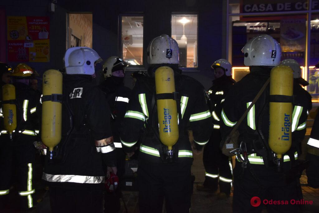 На Таирова ночью вспыхнул пожар в ресторане
