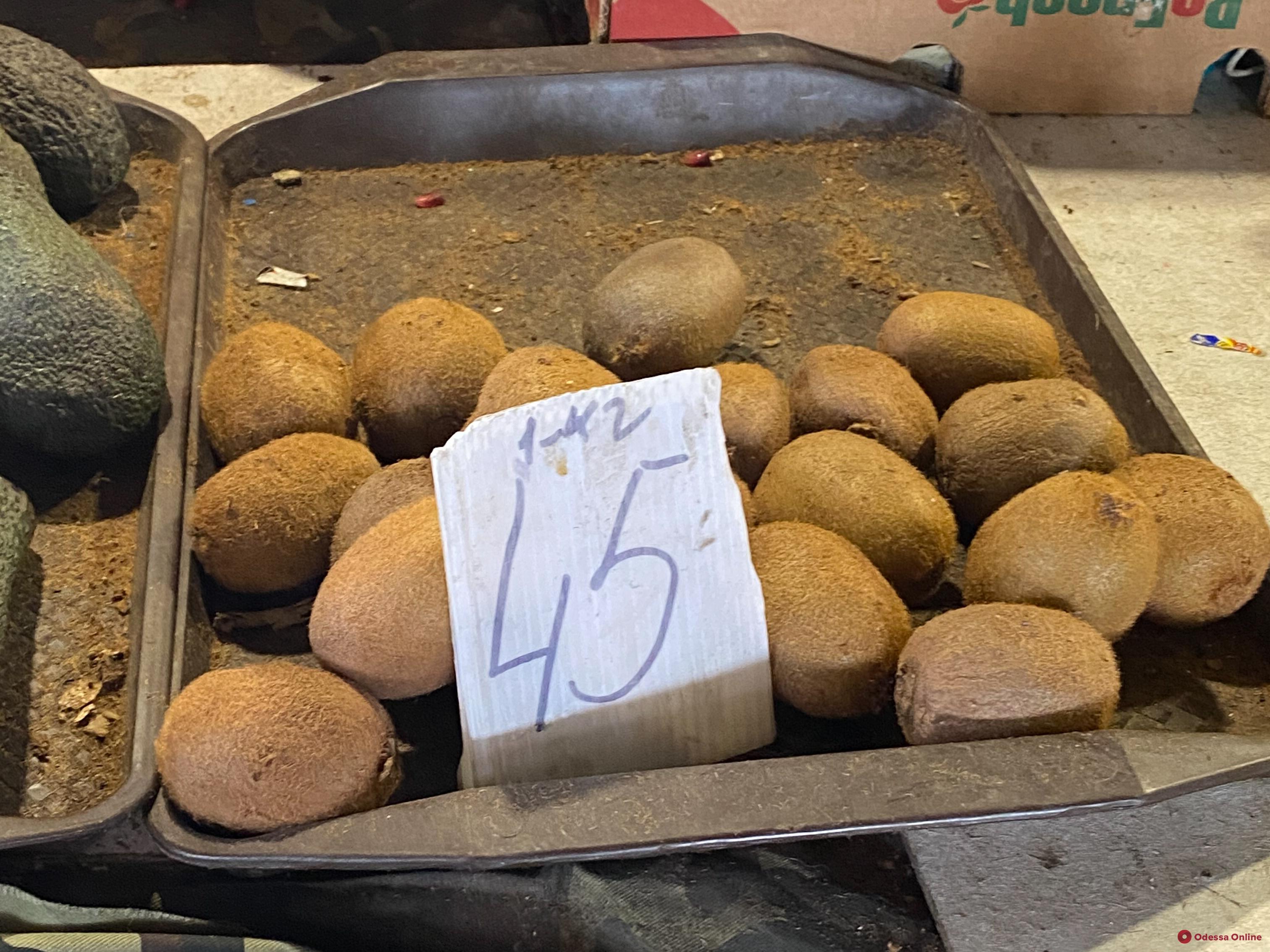 Айва, камбала и молодая капуста: воскресные цены на одесском «Привозе»