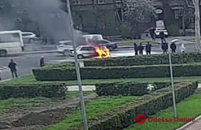 Появилось видео возгорания легковушки на проспекте Шевченко