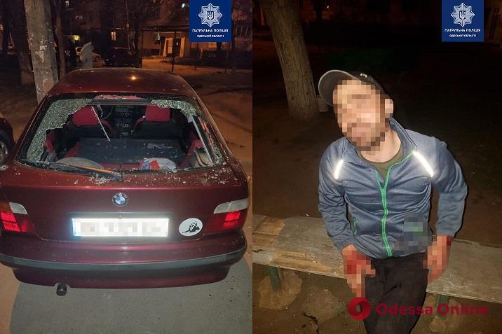 На Балковской пьяный одессит поссорился с женой и разгромил ее машину