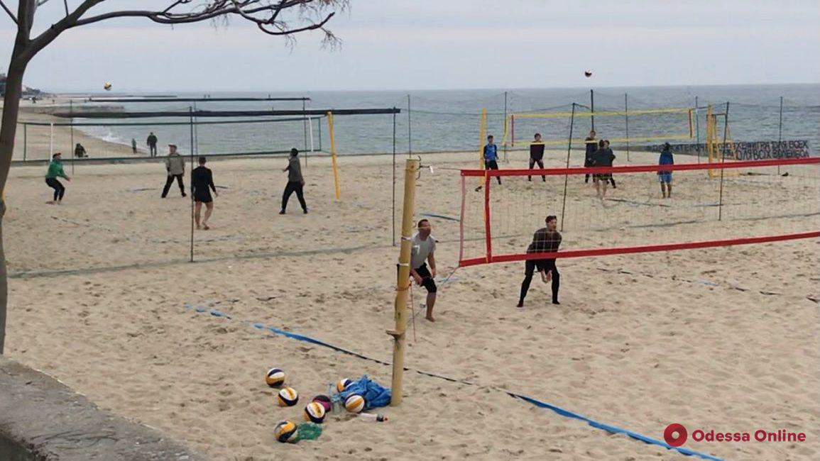 Пляжный волейбол: новая борьба за площадки на 13-й Фонтана и компромисс от городской власти