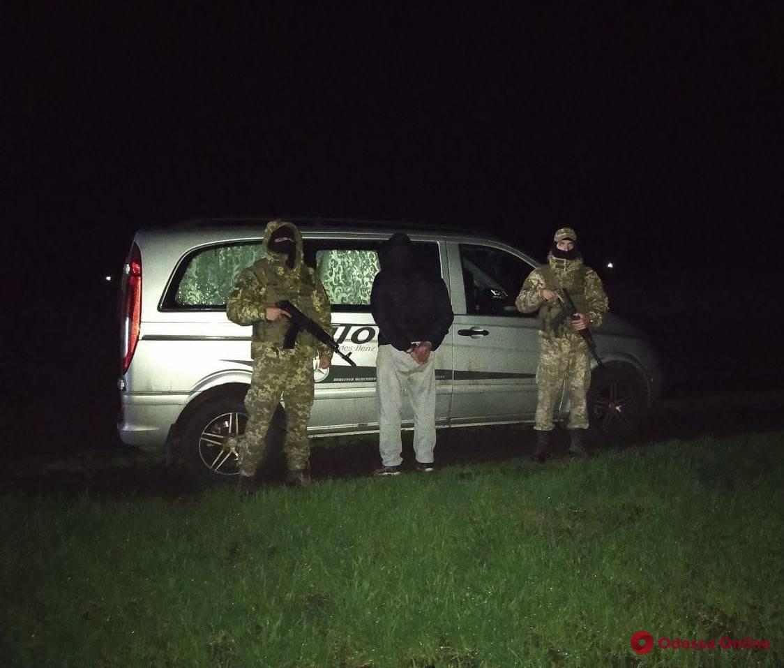 Хотел незаконно уехать из Украины: в Одесской области пограничники задержали неплательщика алиментов