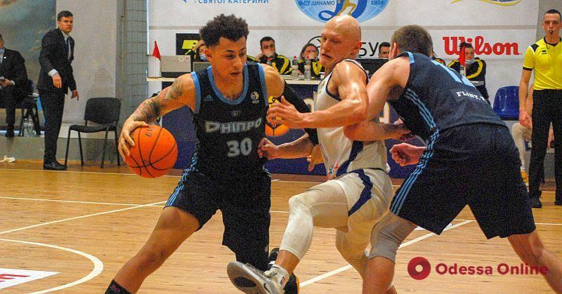 Баскетбол: «Одесса» разгромно проиграла, «Химик» скромно победил