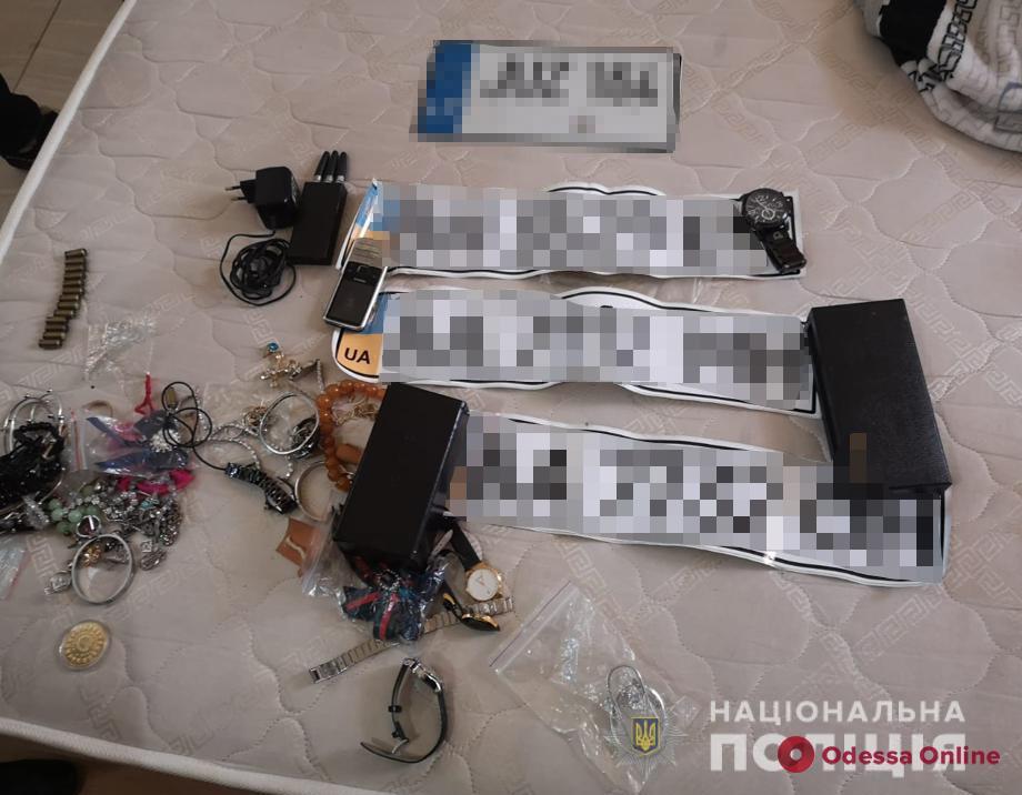 В Одессе полиция проводит масштабные обыски у представителей криминального мира