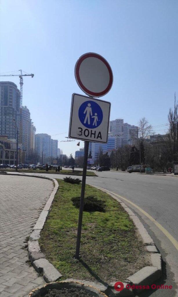 Одесские коммунальщики привели в порядок площадь 10 Апреля