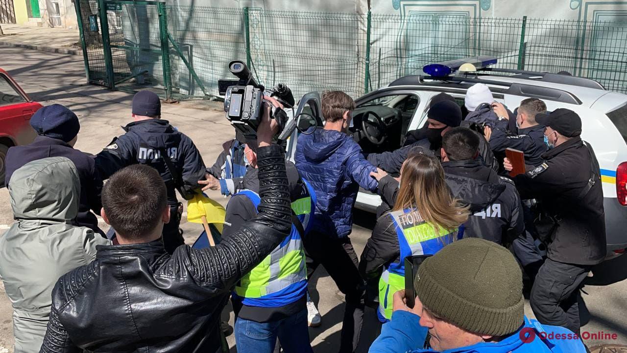 В Одессе произошли стычки между протестующими против повышения тарифов, полицией и муниципальной стражей